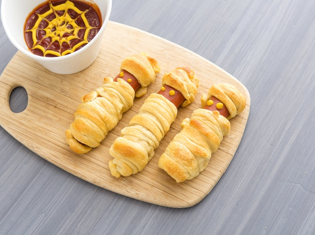 Mummy Hot Dogs - Halloween foods