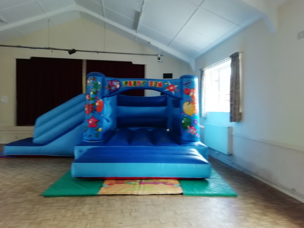 Low height bounce and slide bouncy castle